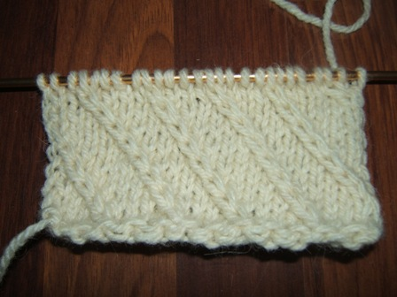 25b02b911 Ponúkam vám fotografický návod na pletenie druhého plastického vzoru  vhodného na pletenie hrubých, teplých pulovrov na lyžovanie.